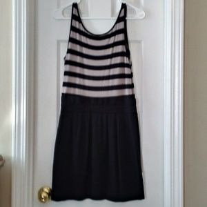 Banana Republic Dresses - Banana Republic Sleeveless Gray Black Dress 4 S